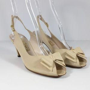 Salvatore Ferragamo Beige Bow Heels Shoes 7.5 AA